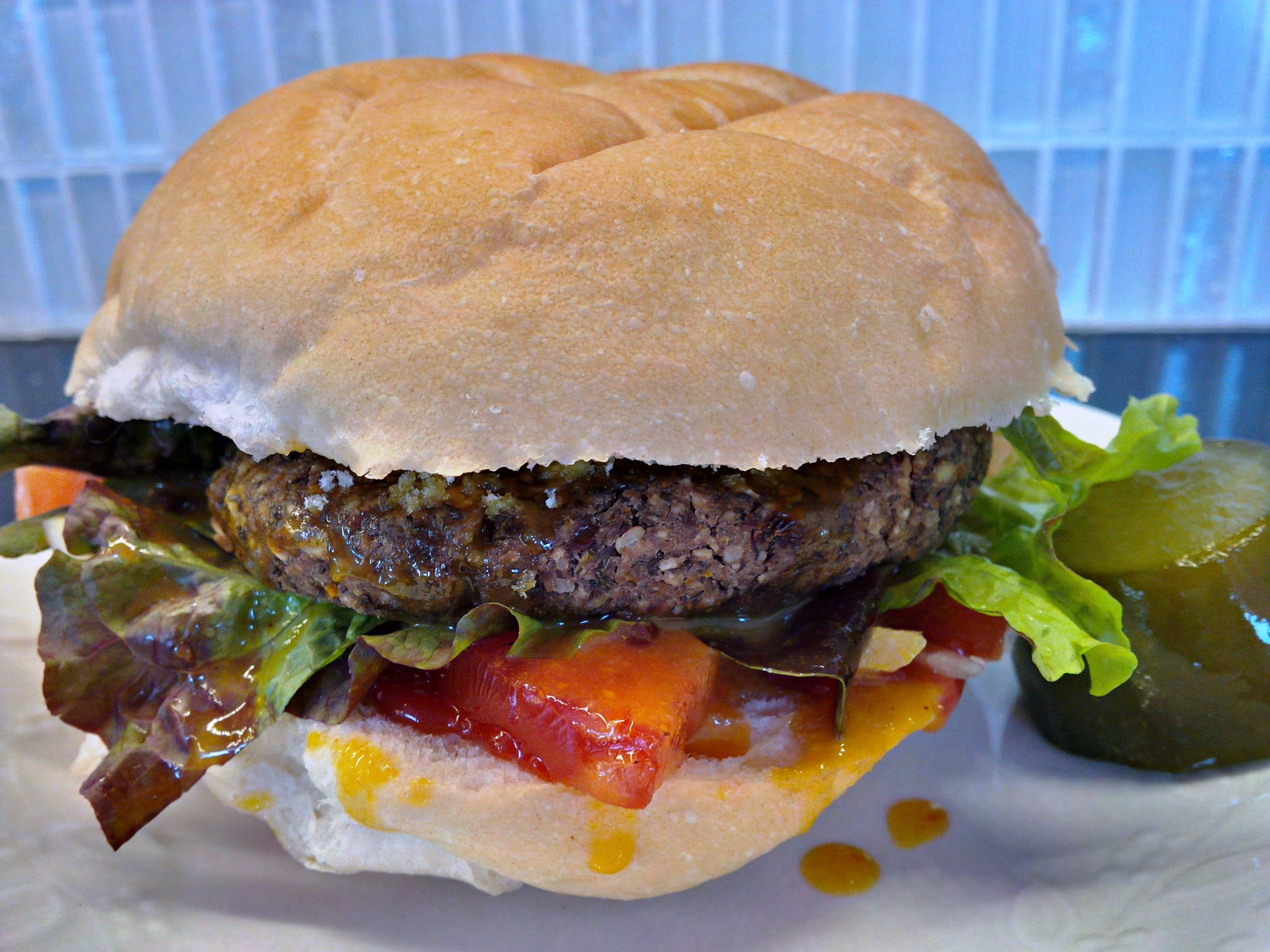 Iron-lady lentil burgers with mustard sauce | The Pink Elephant Room
